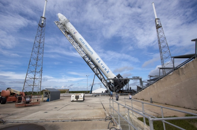 spacex-falcon9-rollout-6